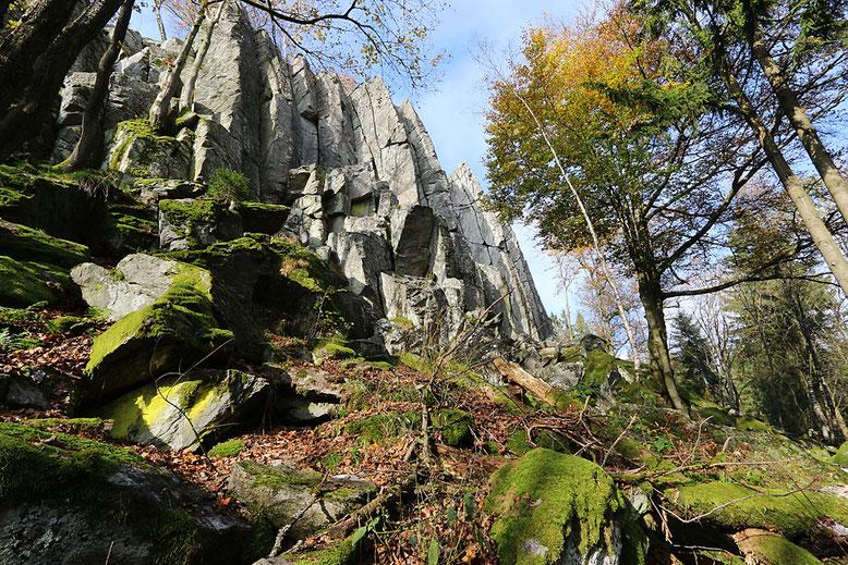 Die Südostseite der Steinwand.