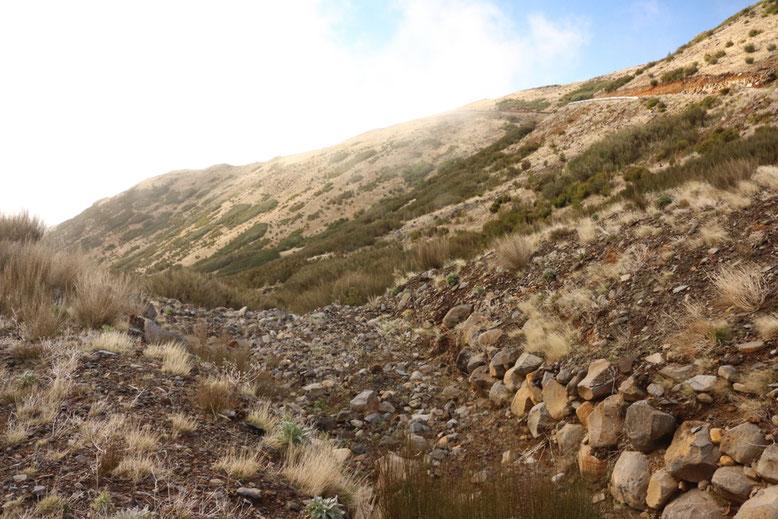 Trockental auf der Nebenstrecke zwischen Pico Arieiro und Montado do Paredão.