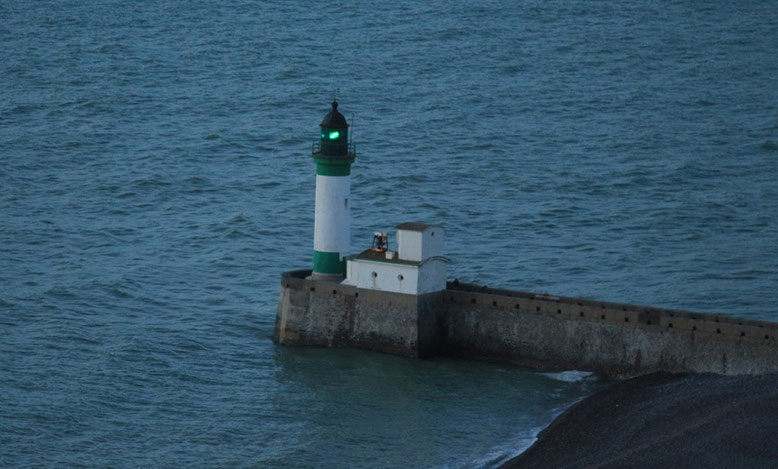 Leuchtturm an der Hafeneinfahrt von Le Tréport.