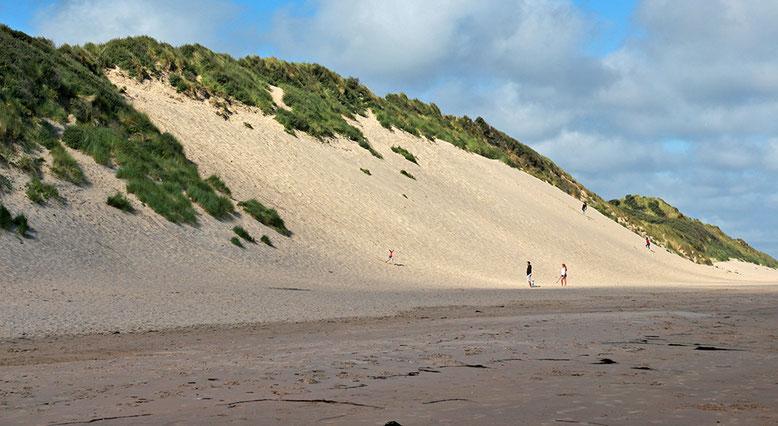 Düne an den White Cliffs, östlich des Golfplatzes von Portrush.