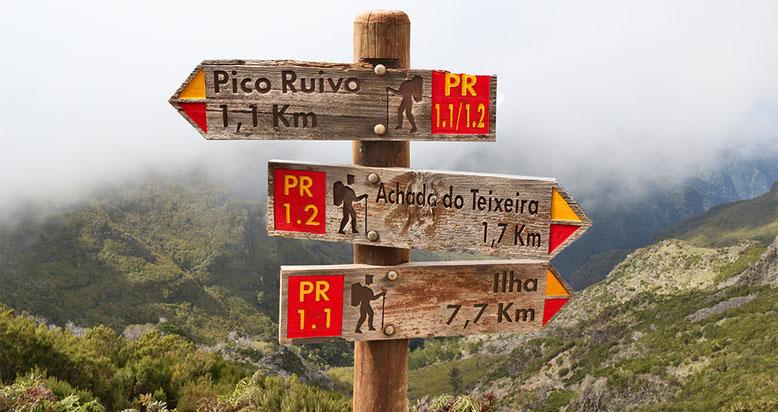 Wegweiser am Wanderweg zum Pico Ruivo.