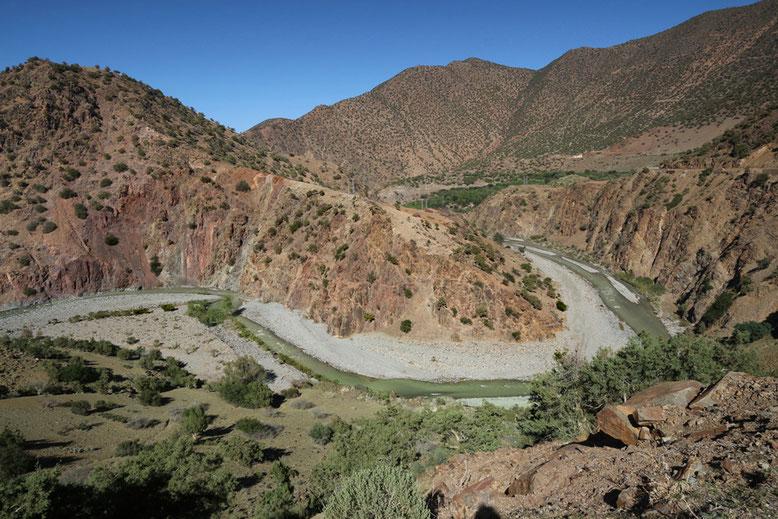 Umlaufberg des N´Fis kurz vor dem Ouirgane Staudamm im nördlichen Atlas.