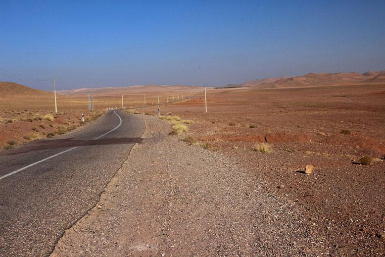 Landschaft an der Nationalstraße N10 etwa mittig zwischen Tazenakht und Taliouine gelegen.