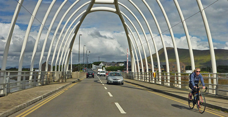 Die Michael Davitt Bridge ist eine Drehbrücke über den Achill Sound. Sie verbindet die Curraun-Halbinsel mit Achill Island.