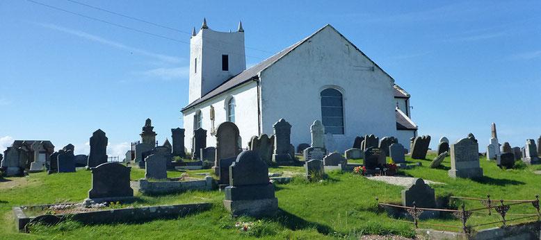 Ballintoy Church unweit Red Door Cottage.