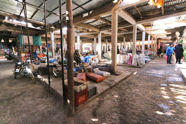 Auf dem Markt gibt es fast alles, was die lokalen Bewohner benötigen.