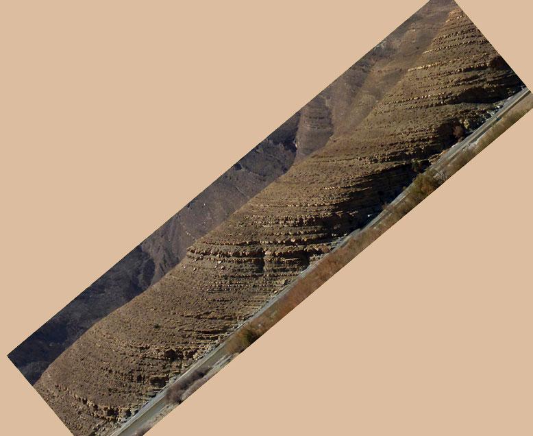 Fototechnisch in die Ablagerungsposition zurückrotierte Sedimentpakete.