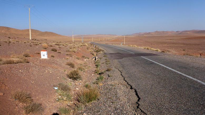 Landschaft an der Nationalstraße N10 zwischen Tazenakht und Taliouine gelegen, ca. 33 km südwestlich Tazenakht.