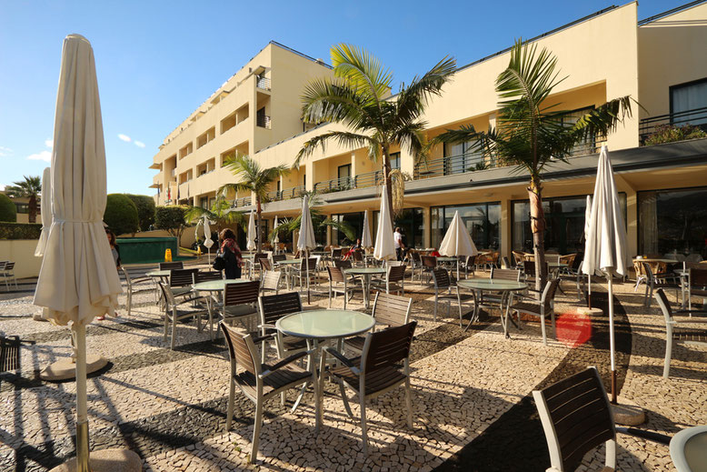 Terrasse vor dem Speisesaal im Hotel Madeira Panoramico.