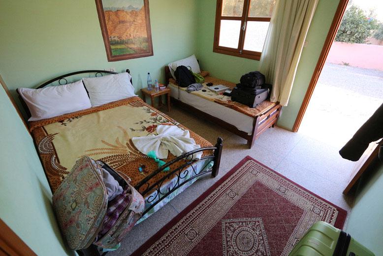 Auberge Camping Toubkal in Taliouine. Das Zimmer schlicht aber sauber, für ein oder zwei Nächte durchaus zu empfehlen