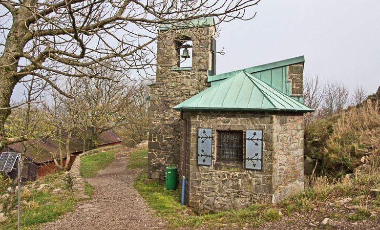 Die dem heiligen Gangolf geweihte Kapelle auf der Milseburg.