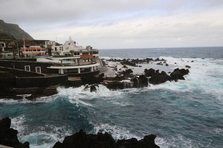 Westliches Meeresschwimmbecken von Porto Moniz.