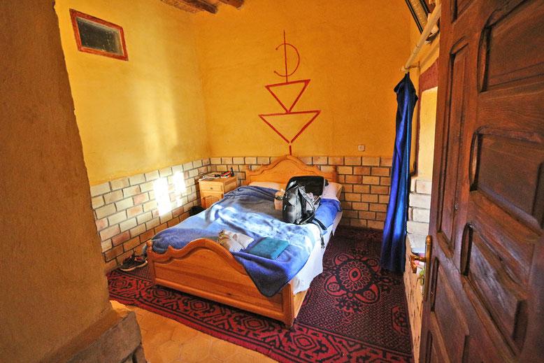 Unser kleines aber gemütliches Zimmer mit Berbertouch und Ausblick auf die Dünen gefällt uns richtig gut.