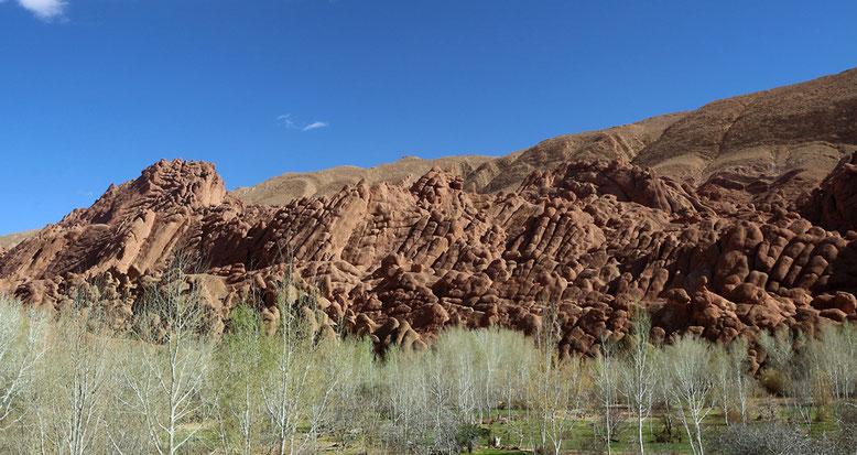 In den USA hätte man aus einer derart aufregenden Kulisse längst einen National-park gemacht, hübsche Trails angelegt und auf diese Weise Arbeitsplätze für die einheimi-sche Bevölkerung geschaffen. Die Marokkaner nutzen ihre Möglichkeiten noch zu wenig.