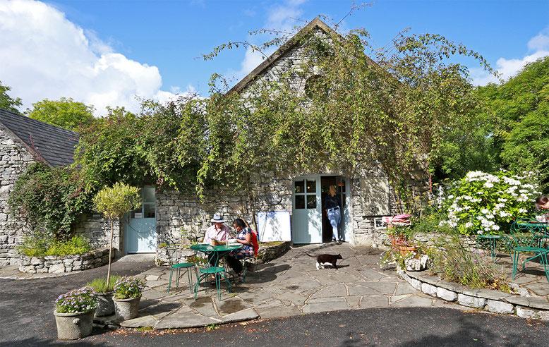 Cafe unmittelbar neben der Seifensiederei der Burren Perfumery, 6 bis 7 km östlich des Caherconnell Forts.