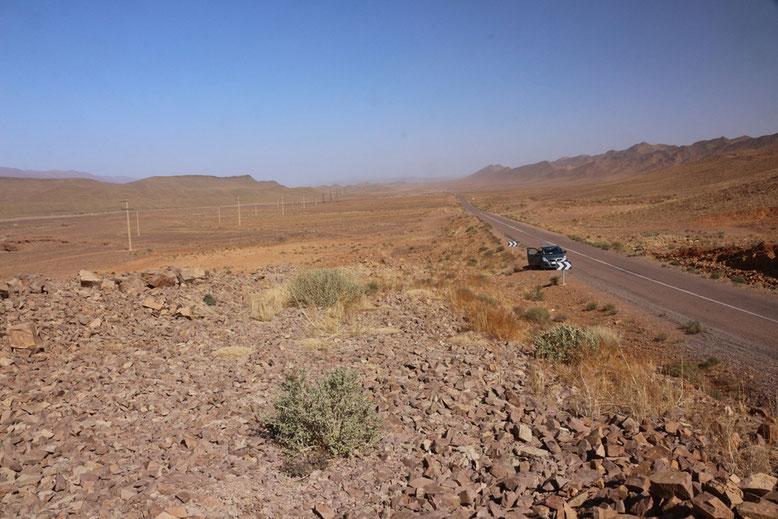 Landschaft an der R108 zwischen Agdz und Tazenakht, ca. 20 km westlich Agdz.