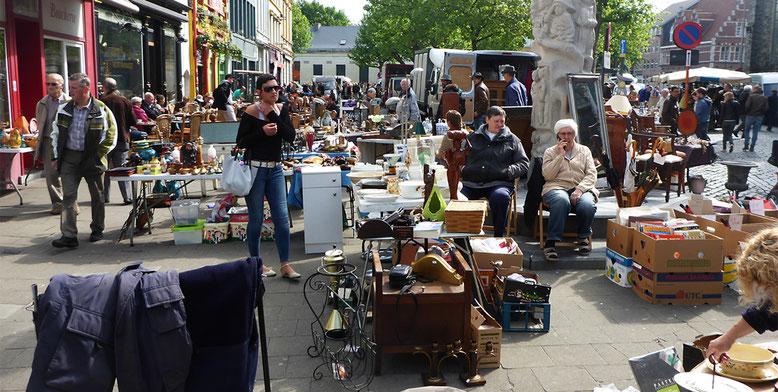 Trödelmarkt rund um die Sint Jacobskerk.