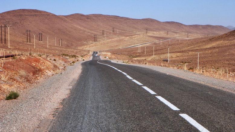 Die R108 zwischen Agdz und Tazenakht, bei Bou Azzer.