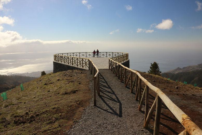 Aussichtsplattform Montado do Paredão Ost mit Blick in Richtung Funchal und Meer.