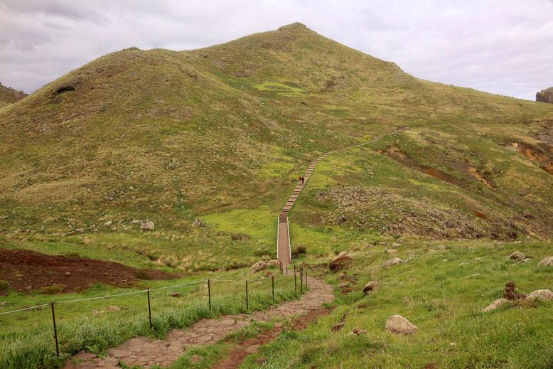 Vom Endpunkt der ER 214 führt ein beeindruckender Wanderweg in die entlegenen Winkel der Halbinsel.