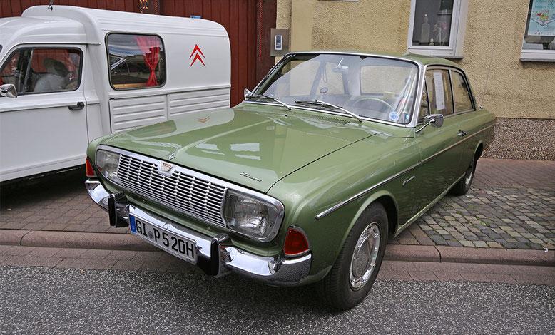 Und noch ein Ford Taunus, die haben sich aber lange gehalten.