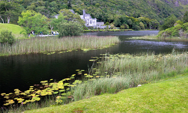 Pollacapall Lough südlich unmittelbar Kylemore Abbey.