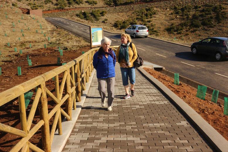 Lina und Angelika auf dem Weg zum Montado do Paredão.