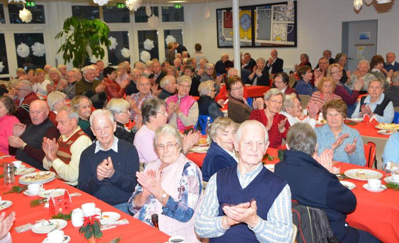 Zahlreiche Senioren waren der Einladung zur vorweihnachtlichen Feier gefolgt.
