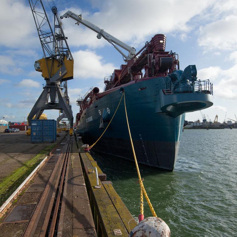 DC Orisant in de haven van Rotterdam