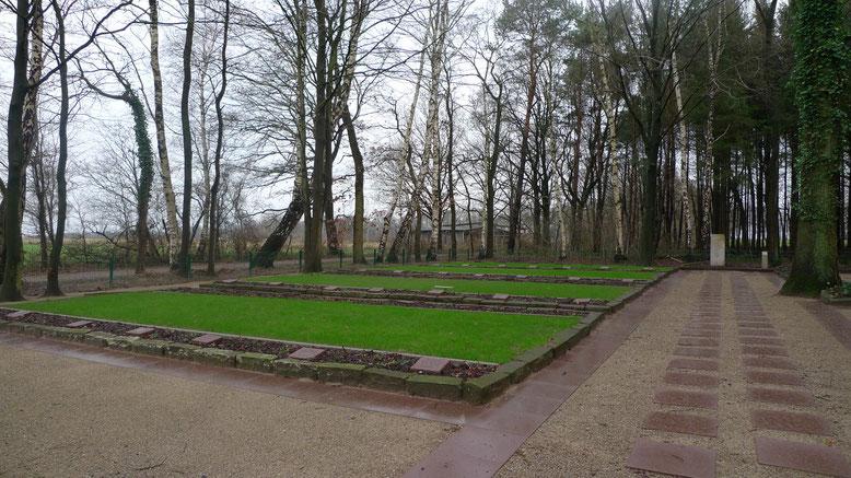 """Ansicht der """"Kriegsgräberstätte Parnewinkel"""". Foto: A. Ehresmann, 11.12.2009"""