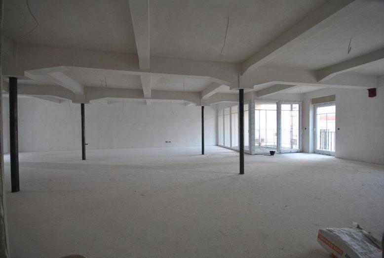 Juli 2015. Detailarbeit im über 100m² großen Wohn-/Esszimmer der Wohnung 24, Haus Excelsa.