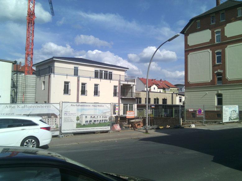 Mai 2015. Die Bodenplatte von Haus Arabica wird gegossen.