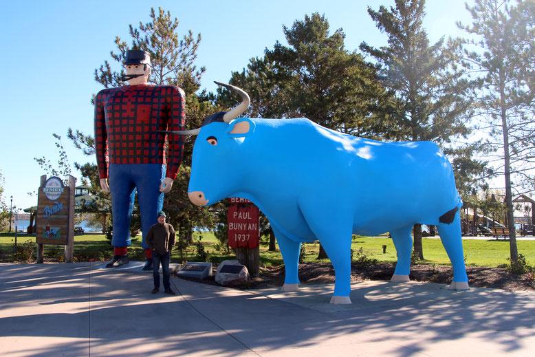 Bemidji, MN: Paul Bunyan & Babe the Blue Ox Statues