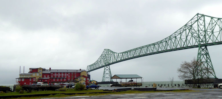 Cannery Pier Hotel und Astoria-Megler Bridge