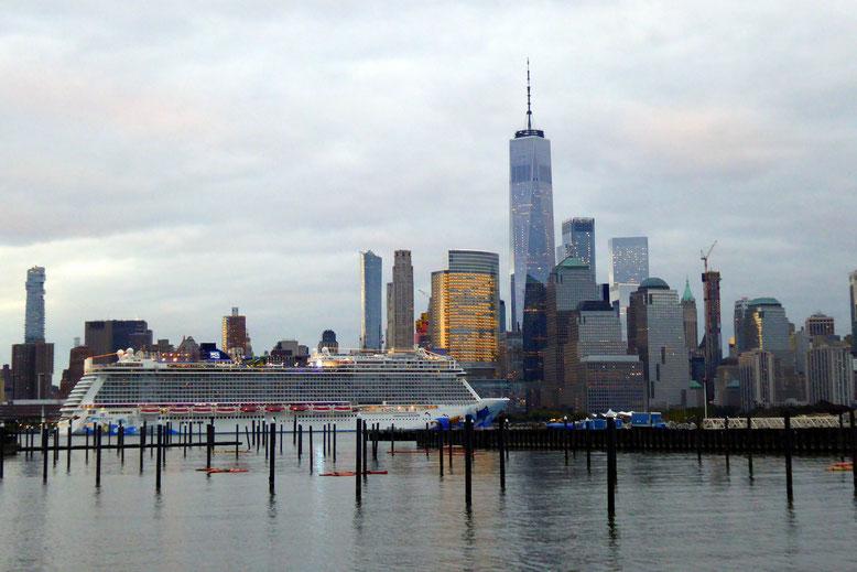 Die Norwegian Escape beim Verlassen von NYC