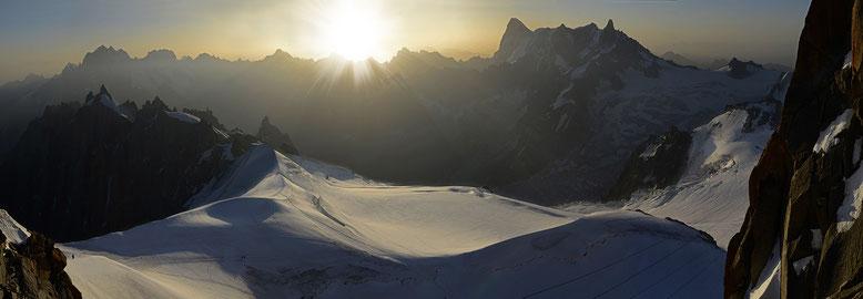 FRANCE : Haute-Savoie, Aiguille du Midi (les Grandes Jorasses et la dent du géant)