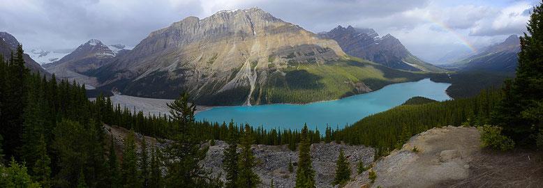 CANADA : Alberta, le lac Peyto. Aucune retouche, l'arc-en-ciel était bien là et la couleur du lac est bien réelle !!!