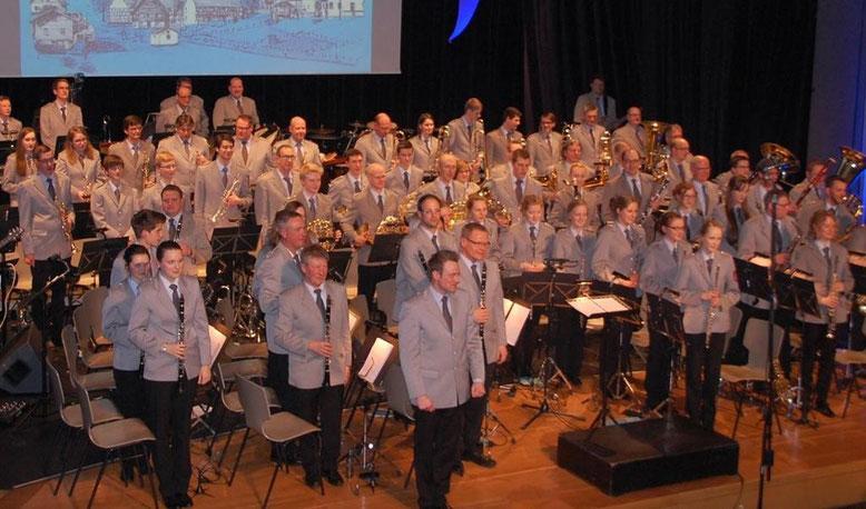 Das große Frühjahrskonzert des Musikvereins Frenkhausen stand erstmals unter der Leitung des neuen Dirigenten Patrick Müller.