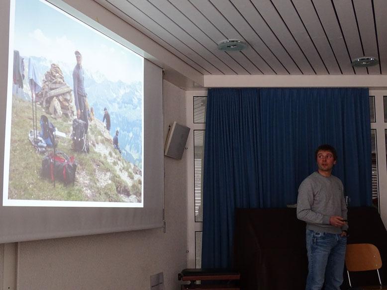 Sämi Leuzinger begleitete uns in Wort und BIld über schwindelerregende Höhen