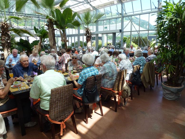 Beim Mittagessen im Tropenhaus Frutigen        Bild zVg