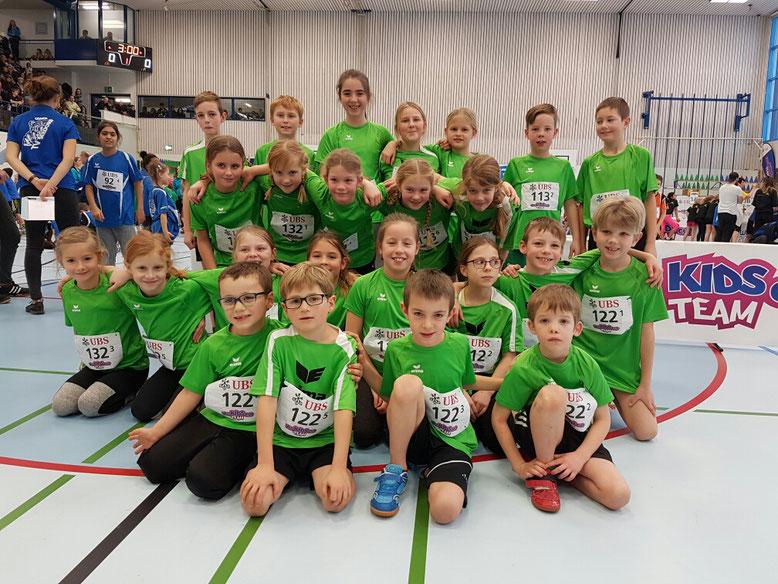 Die Teams der Kategorien U12 und U10 im Einsatz am UBS Kids Cup Team