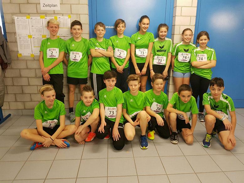 Die Teams der Kategorien U16 und U14 am Start des UBS Kids Cup Team