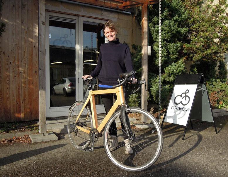 Die Rennräder von Coh&Co bieten ein ebenso weiches wie stabiles Fahrgefühl– hier Inhaberin Mette Walsted mit ihrem Bike. Foto: Christoph Schumann, 2020