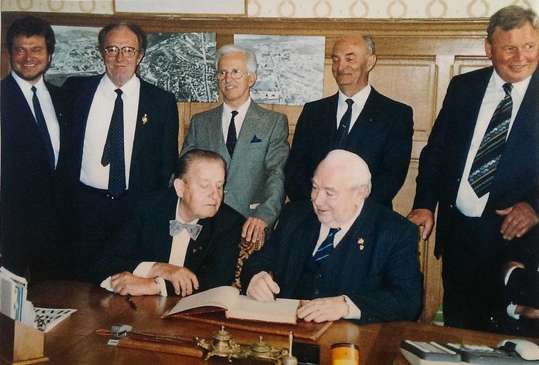 Unterzeichnung der Partnerschaftsurkunde am 29.04.1967 *