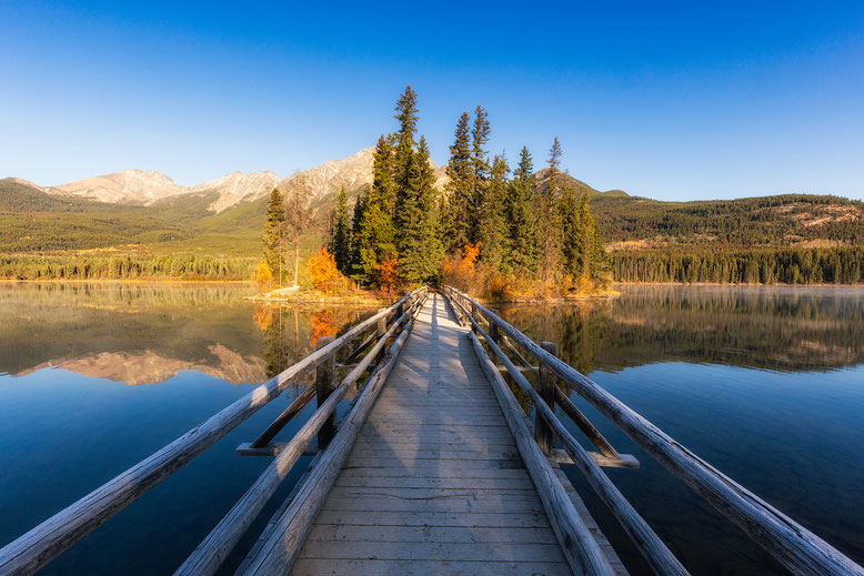 Best photography locations in Jasper National Park. Pyramid Lake & Island