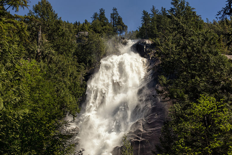 Shannon Falls. Guide to Sea to Sky Highway