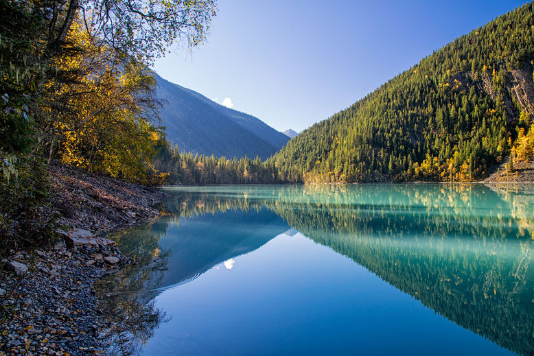 Kinney Lake. Guide to Berg Lake Trail in Canada