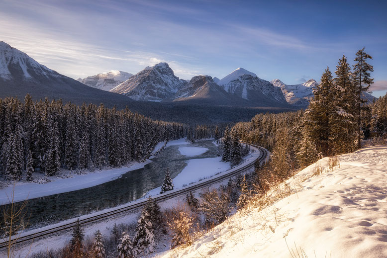 Morant's Curve in Banff National Park @InAFaraway_Land