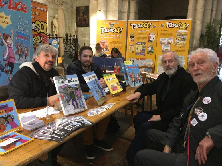Francis Groux (tout à droite), le COFONDATEUR historique du Festival de la BD d'Angoulême fondé en 1974, accompagné de Jean Michel Duband, rend visite au stand Tournesol