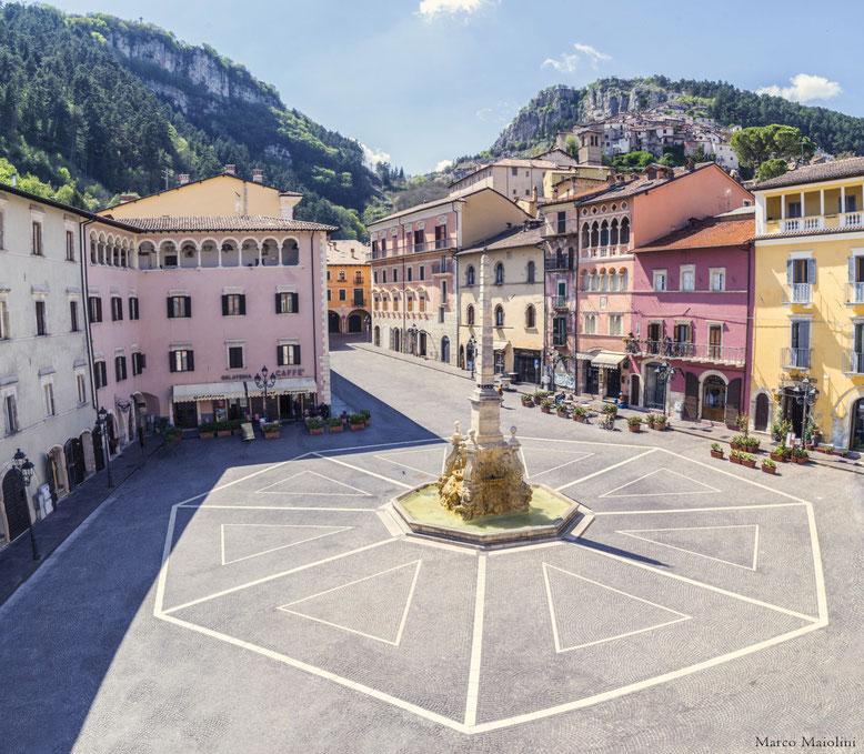 La foto della Piazza di Tagliacozzo è stata gentilmente offerta da Marco Maiolini